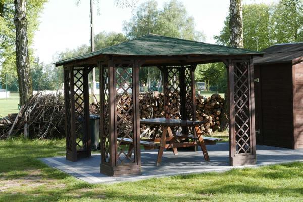 Kryta wiata ze stolikami - Błonie Kórnik