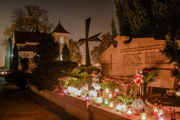 Mogiła rozstrzelanych w 1939 roku - Kórnik - fot. Tomasz Frąckowiak