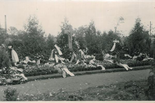 Mogiła rozstrzelanych w 1939 roku - Kórnik - 1945 rok
