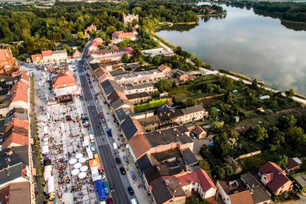 Rynek i Ratusz w Kórniku - fot. Tomasz Siuda - zdrona.com