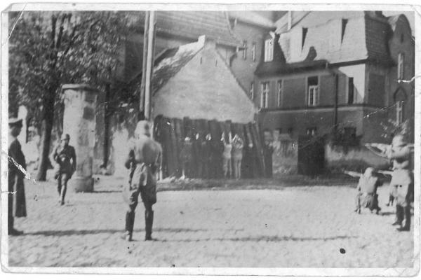 Moment egzekucji obywateli ziemi kórnickiej w październiku 1939 roku
